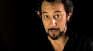 El actor Daniel Muñoz explica lo que son los transgénicos