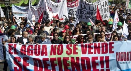 En Chile marchan por el más esencial de los derechos: el agua