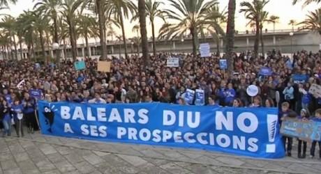 Alemanes en defensa de las Baleares españolas y contra las petroleras